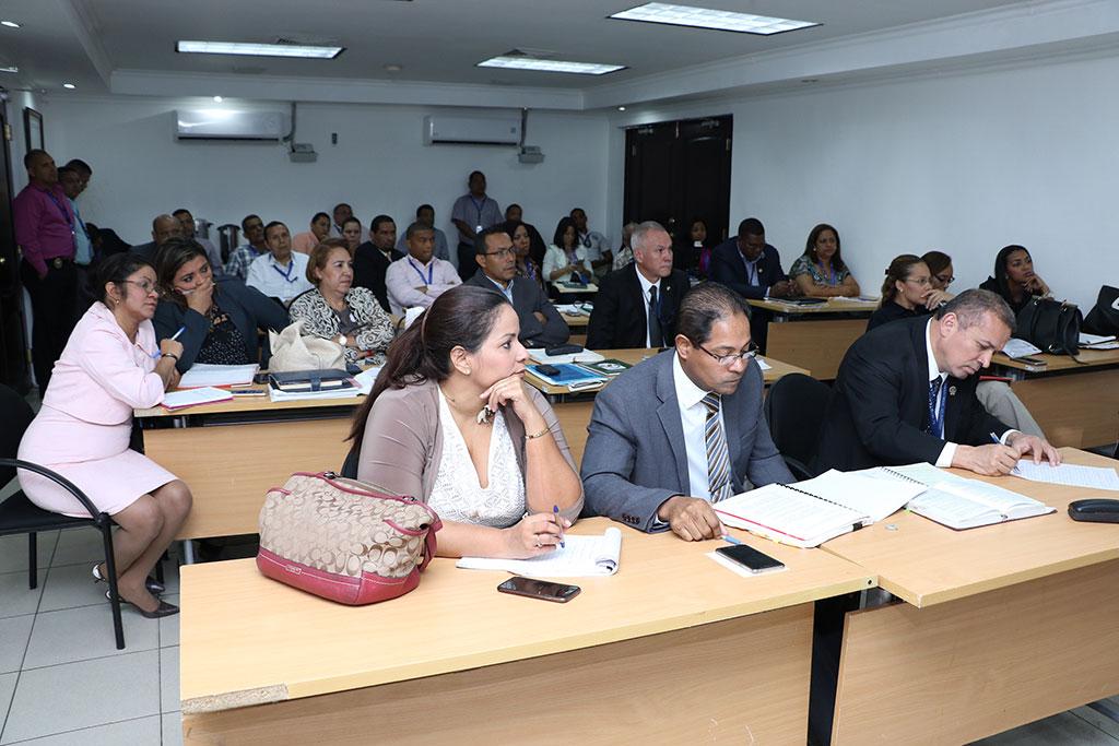Reunión entre fiscales de la PGN y forenses