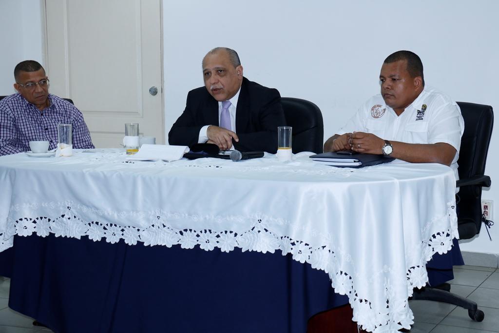 Fiscal Marcelino Aguilar (al centro)